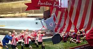 Bilbao y sus comercios se visten de rojiblanco para animar al Athletic
