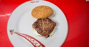 Burger Baldosas Bilbainas: Las Originales Hamburguesas con forma de Baldosa de David y Emy
